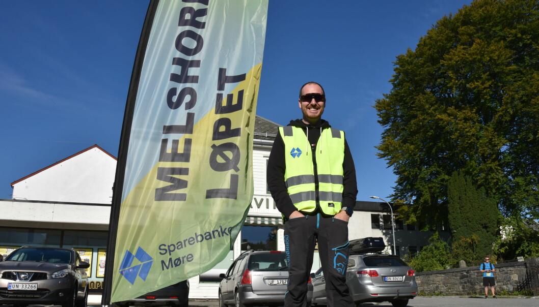 KUNNE GLISE: Sindre Monsholm i Melshornets venner var glad over at så mange deltok i motbakkeløp lørdag.