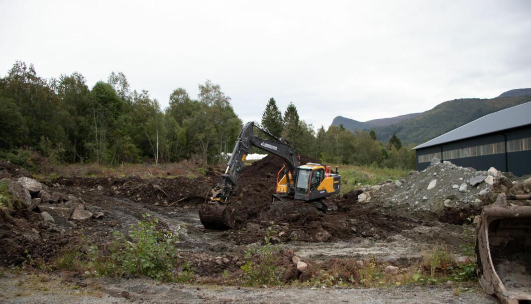 GRAVER: Mandag 6. september ser området for den nye stallen slik ut. Gravingen startet torsdag forrige uke.