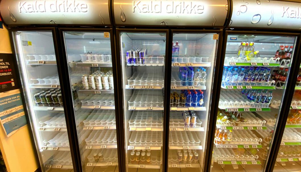TOMME HYLLER: Synet av et tømt drikkeskap har vært et normalt skue i mange dagligvarebutikker de siste månedene. Bildet er tatt på Kiwi Volda tirsdag.