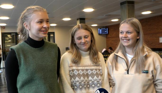 F.v.: Tale Rørvik Lejon, Silvian Ryslett og Andrea Jørgensen har stemt i skulevalet, og skal også stemme i stortingsvalet.