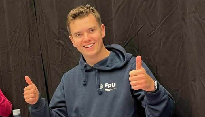 Joakim Myklebost, fylkesleiar i FpU, hadde eit mål om å slå Arbeidarpartiet i skulevalet. Det klarte han.