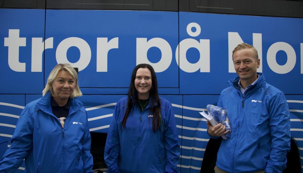 BLÅTT: Justisminister Monica Mæland (f.v) sammen med Høyres 3. kandidat i fylket, Monica Molvær, og 1. kandidat i fylket, Helge Orten. De er kledd i blått for partiets innspurt av valgkampen.