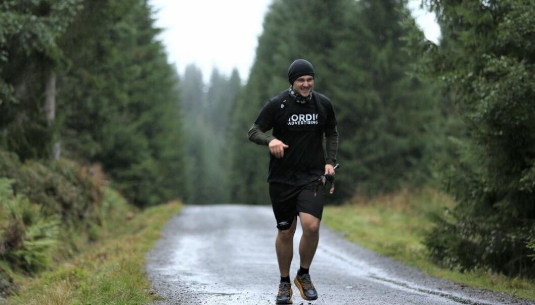 FØRSTE AV MANGE RUNDER: Her er Eirik Myklebust Ramsli i gang med en joggetur litt utenom det vanlige.