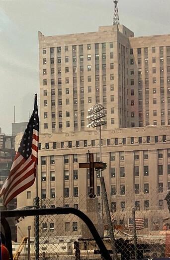Under oppryddingen på Ground Zero, ble det funnet to stjålbjelker formet som et kors. Dette ble for mange amerikanerne et symbol på håp.