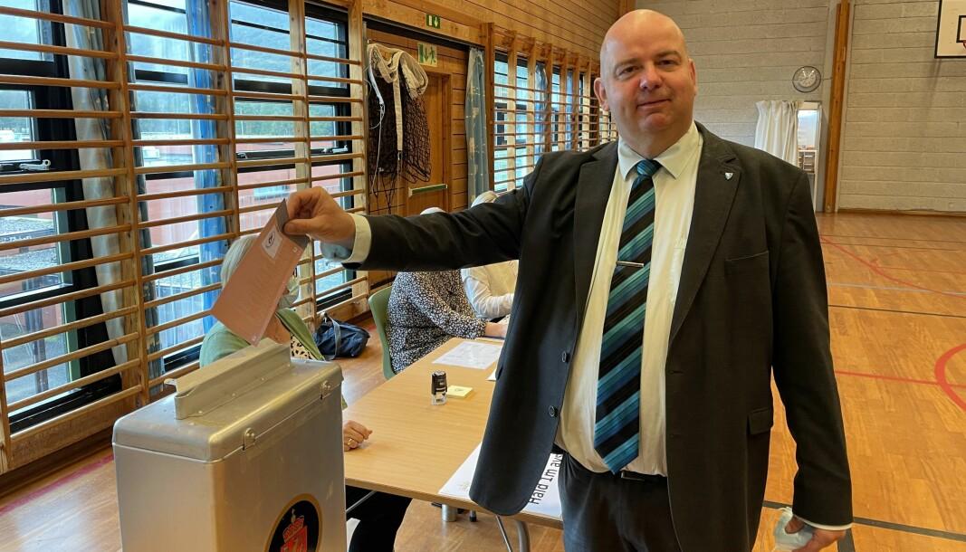 STEMMERETT: Ordføreren i Sande kommune, Olav Myklebust, mener det er viktig at alle bruker stemmeretten sin på valgdagen.