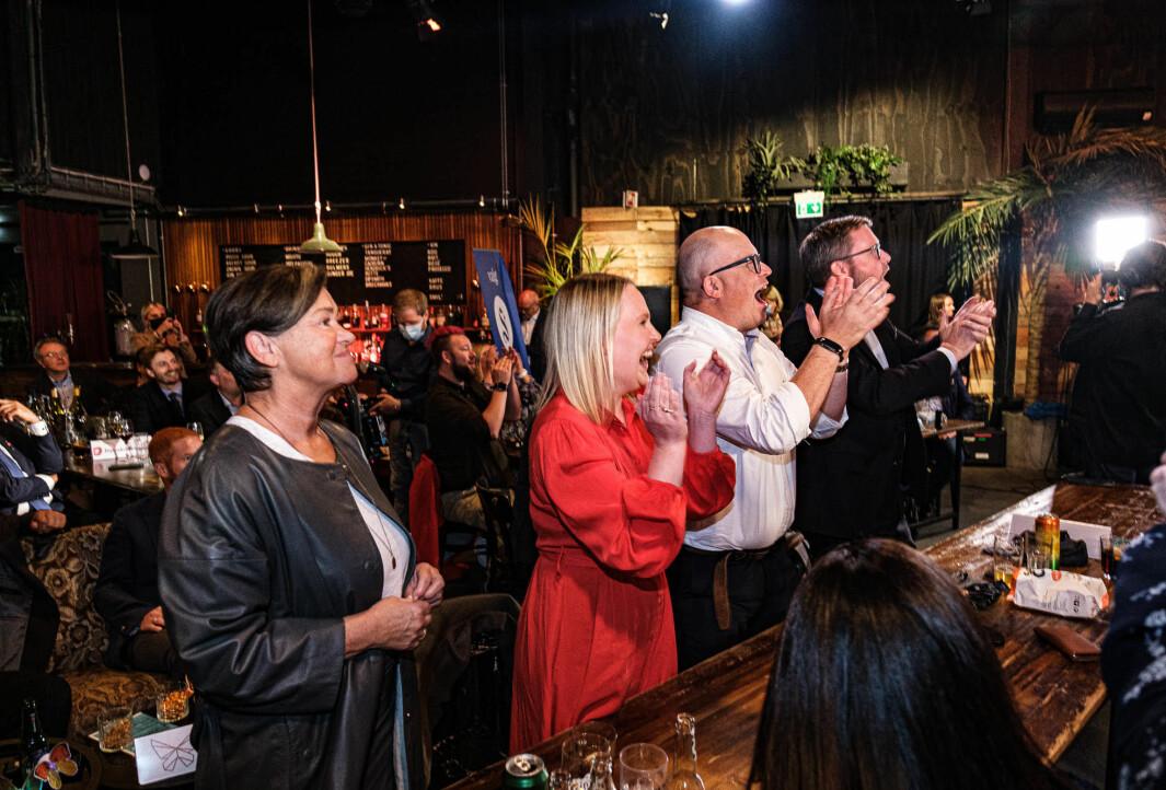 Arbeiderpartiet kunne juble under valgvaken i Ålesund. Både Åse Kristin Ask Bakke og Per Vidar Kjølmoen (i midten) fikk plass på Mørebenken til Stortinget.