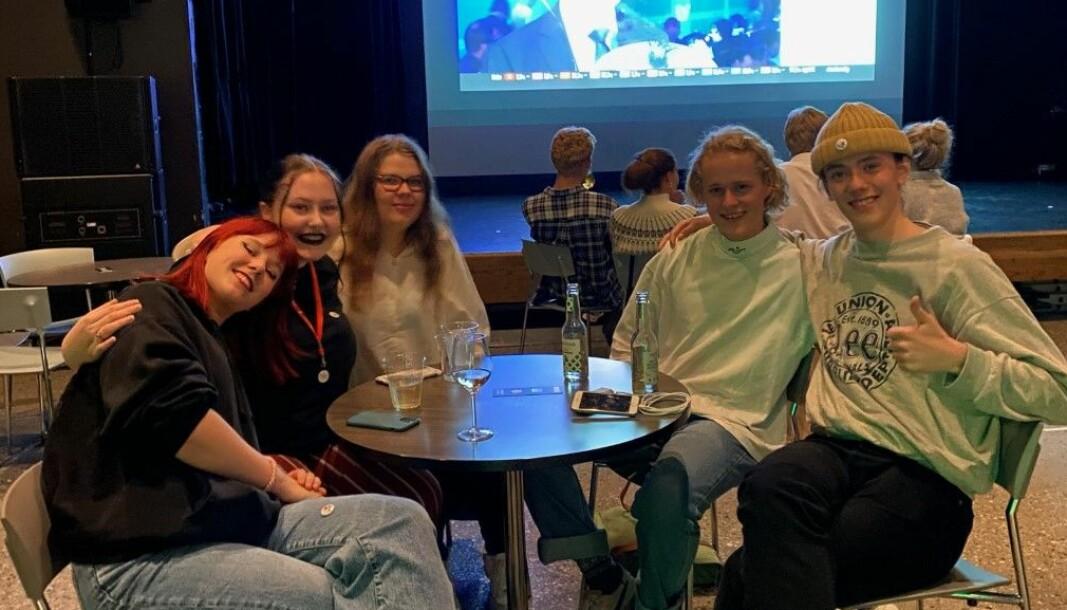 F.v: Studenter ved Høgskulen i Volda Oda Gjerdahl (19), Fride S. Dyb (19), Guro Nordby (20), Sondre Nerland (20) og August Øyehaug Sellevold (19).