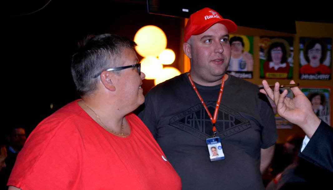LOKALLAG: Partiet Rødt i Ulstein, representert med Aina Hauge (t.v.) og Werner Rafteseth under valgkvelden.