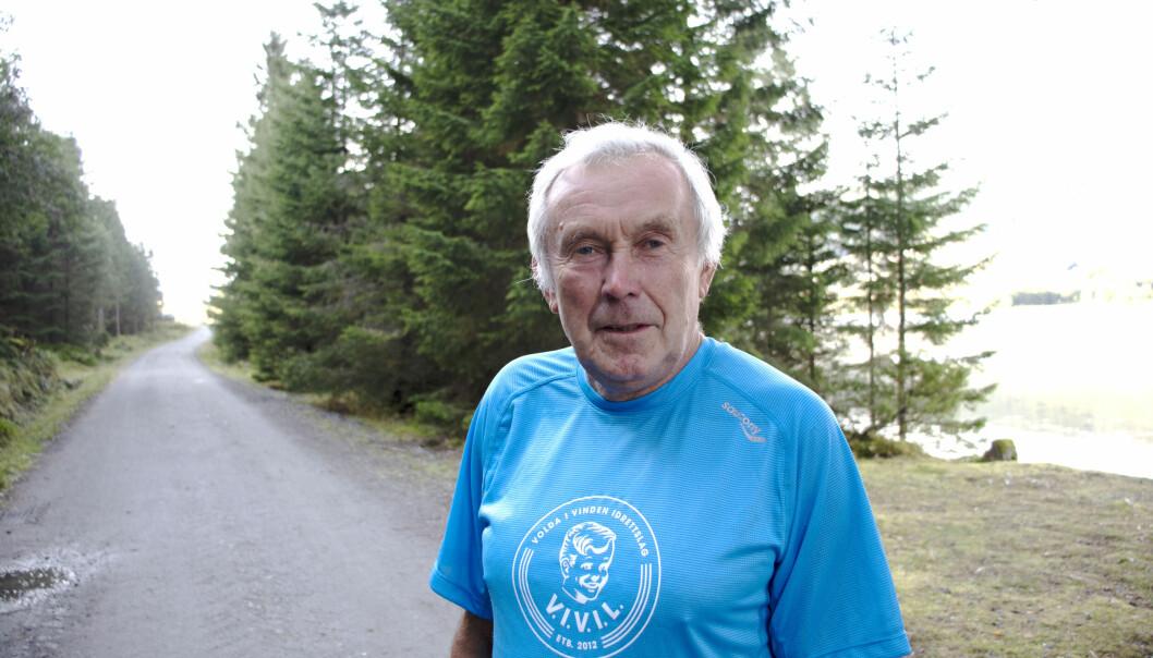 SPREK: Knut Innselset er en sprek 74-åring. Hver mandag trener han sammen med løpegruppen sin ved Rotevatnet. Intervallene er på en kilometer. Innen seks minutter må løperne nå målstreken.