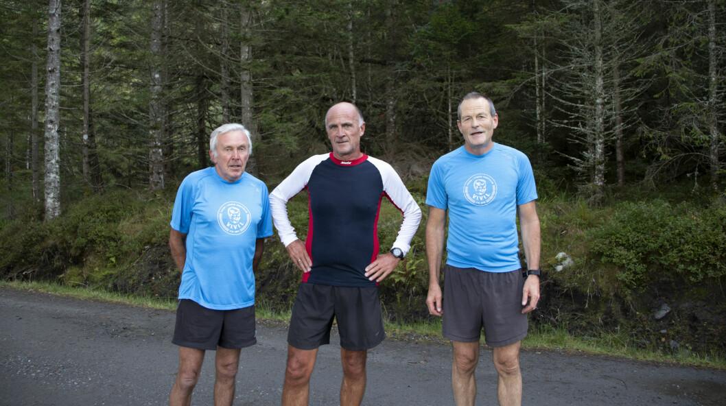 OPPMØTE: Knut Innselset (f.v.), Per Sigvald Hoggen og Arne Heggen var noe skuffet over oppmøtet denne mandagen. Likevel gav de alt de hadde under intervallene.