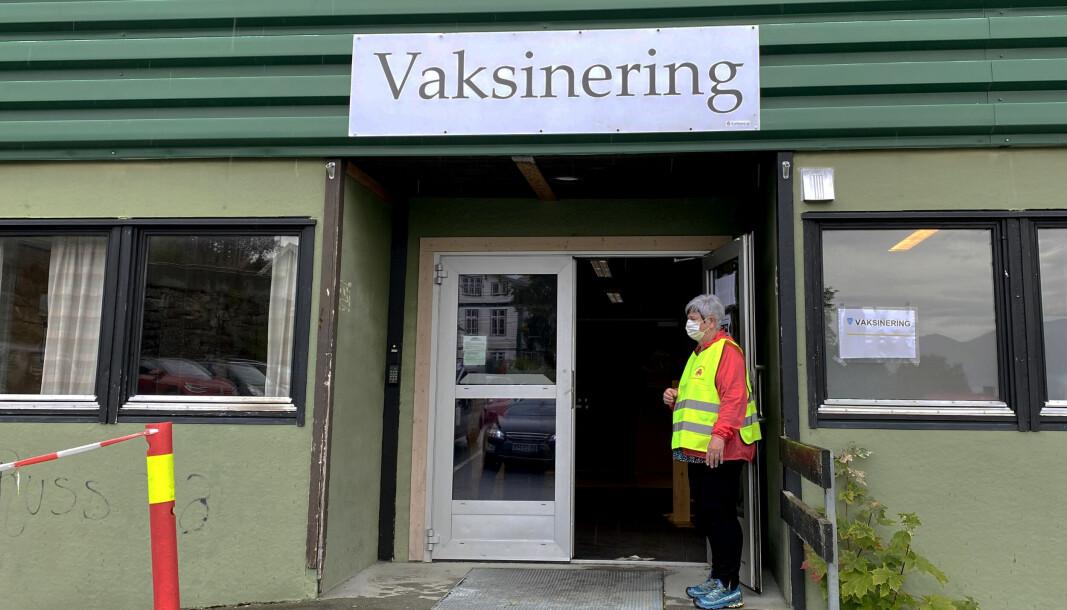 KORONAVAKSINE: I Gamle Voldahallen foregår det vaksinering. For å få tredje vaksinedose må man være blant de som FHI anbefaler å ta dose tre. Er du blant dem, kan du kontakte Volda kommune.