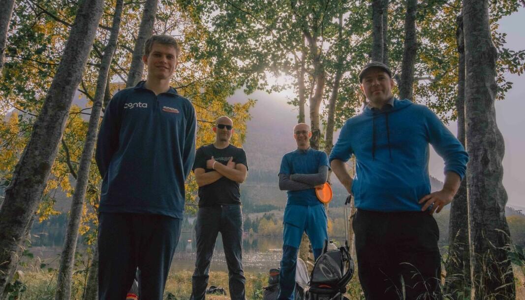 SOSIAL IDRETT: NM-vinneren i 2020, Knut Håland (t.v.), sammen med Jostein Håland, Oddgeir Valen og Sølve Hatlen.