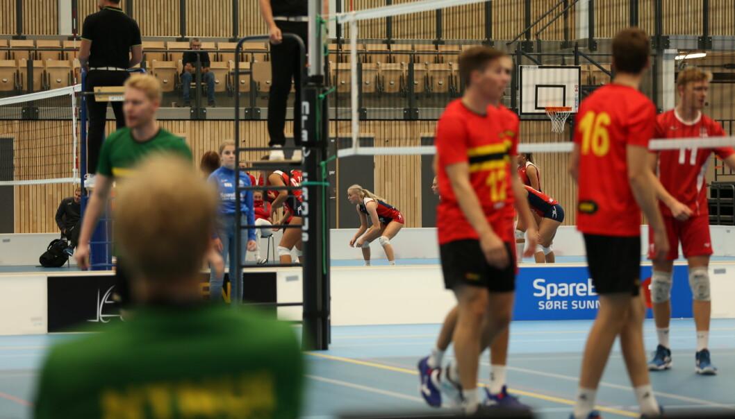 AKTIVITET: Hele helga var Campus Arena fylt opp med talentfulle volleyballspillere.