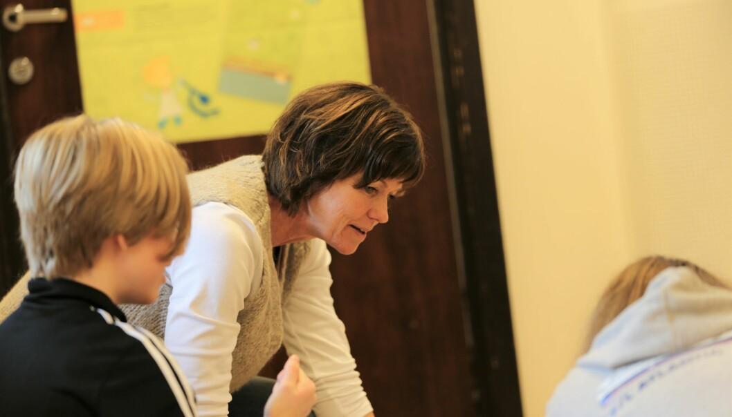 ENGASJERT: Lærer Dagny Heggstad er glade for engasjementet som barna i 7. klasse viser.