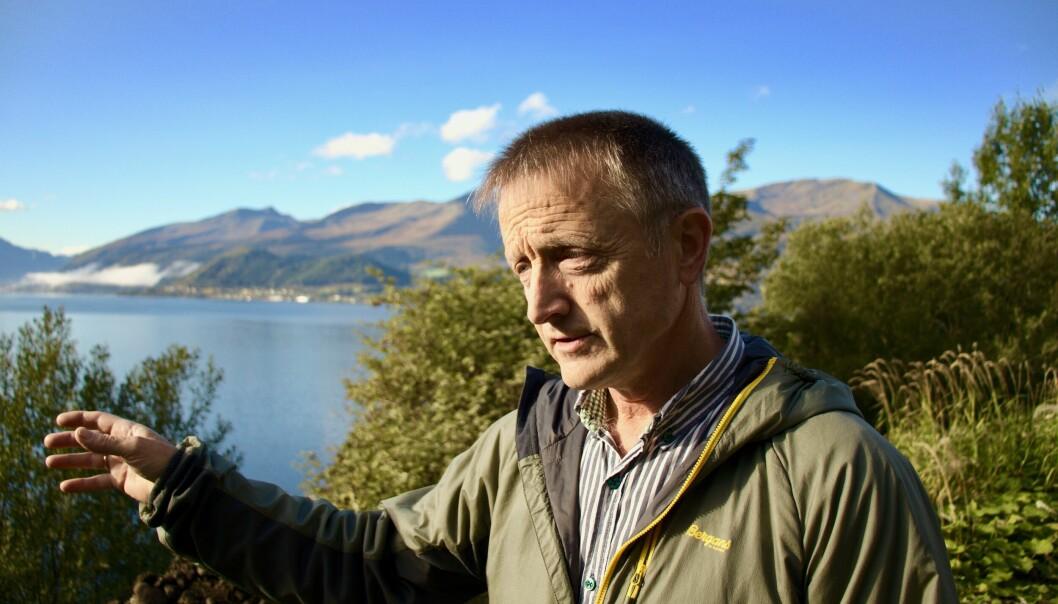 I PROTEST: Oddvin Bjerkvik bekymrer seg for konsekvense av oppdrett i Voldsfjorden.
