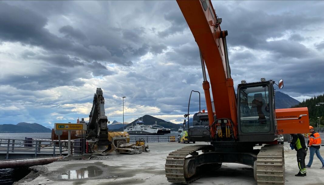 ARBEID: B-kaias betongdel skal rives og erstattes. Kaia skal stå klar sommeren 2022. Prosjektet koster 40 millioner kroner.