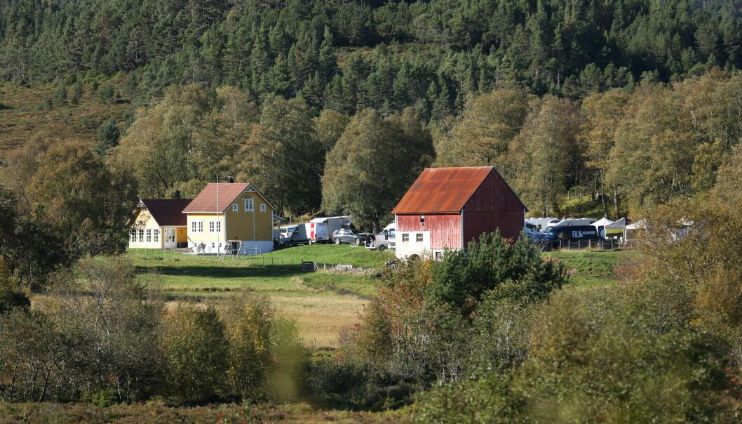 HER: Filminnspillingen skjer i Tjøravåg denne uka.