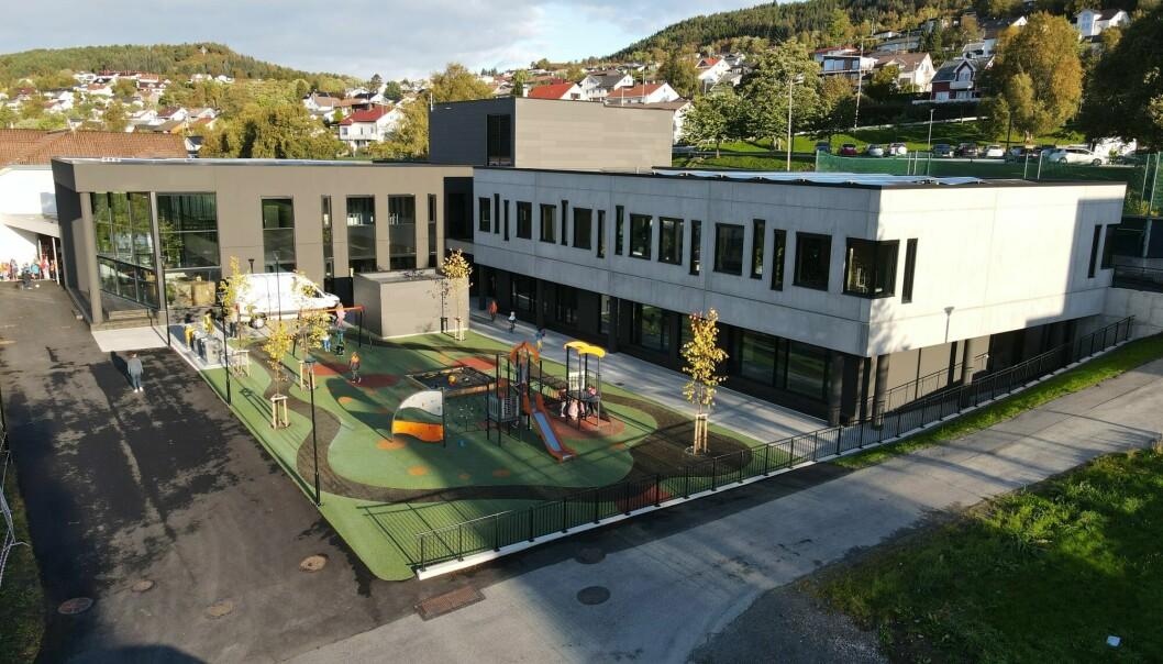 Barneskolen har i dag totalt 420 elever. Det eksisterende bygget, sammen med den nye barneskolen, vil totalt huse 525 elever.