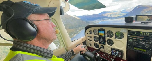 SE VIDEO: Terje Reidar (75) er eldstemann i flyklubben: – Jeg er ikke så erfaren