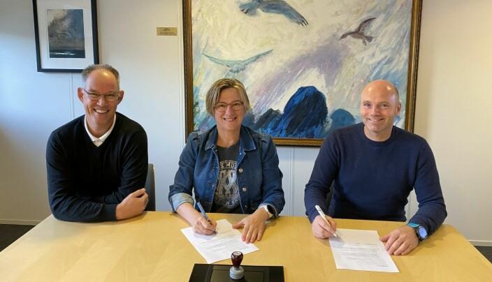 Fra venstre: Daglig leder Sverre Leivdal, Ordfører Sølvi Dimmen og styreleder Olav Trandal.