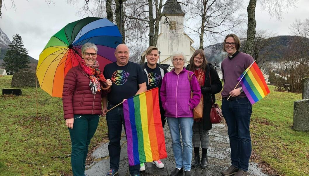 EN MILEPÆL: For første gang arrangeres det regnbuemesse i et kirkebygg på Nord-Vestlandet