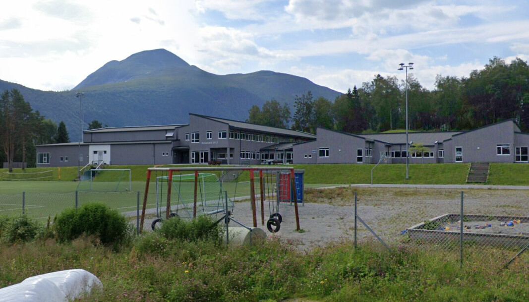 Dalsfjord skule blei bygd i 2012 og kosta 80 millionar kroner.
