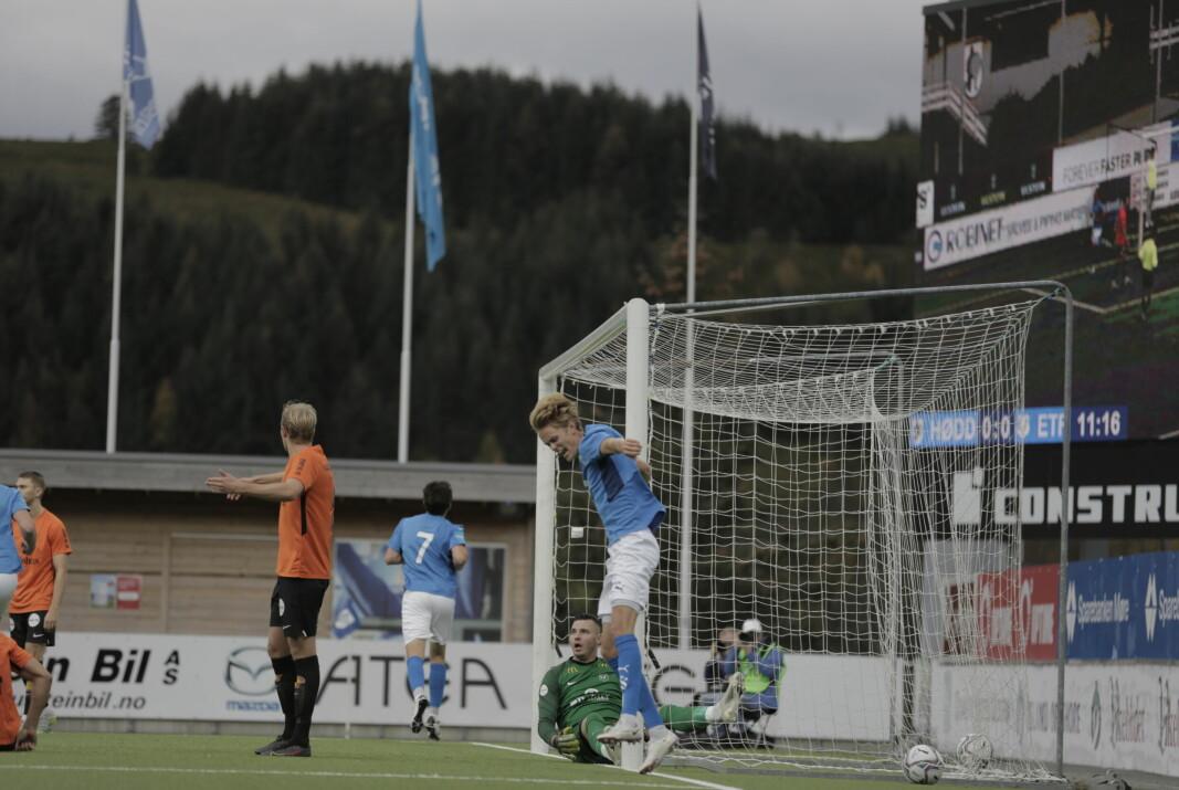 GOD STEMNING: Her har Robin Hjelmseth akkurat satt inn 1-0. Eirik Franke Sauness jubler for scoringen.