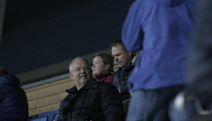 Arild Sundgot, til høyre i bildet, var en av 872 tilskuere på Høddvoll lørdag ettermiddag.