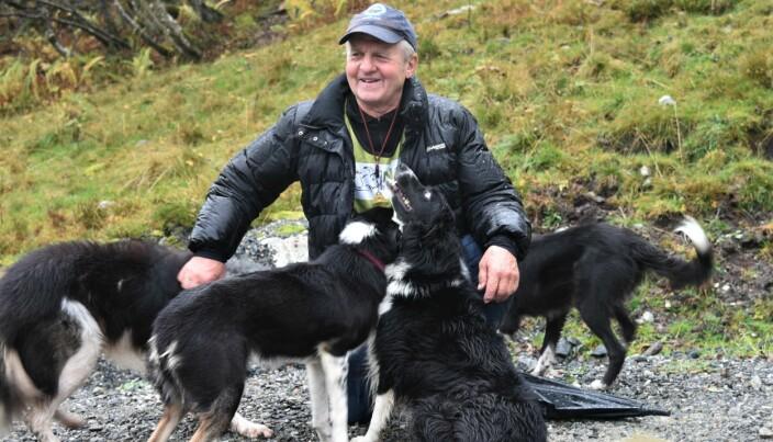 FLOKK: Jan Myklebust fikk stor respons da hundene fikk slippe ut av bobilen for å lufte seg.