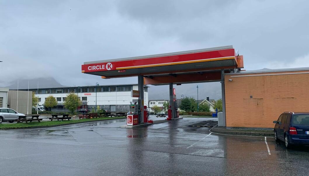 Dyrt for lommeboka: Det blir vanskelig å jakte billige drivstoffpriser fremover.
