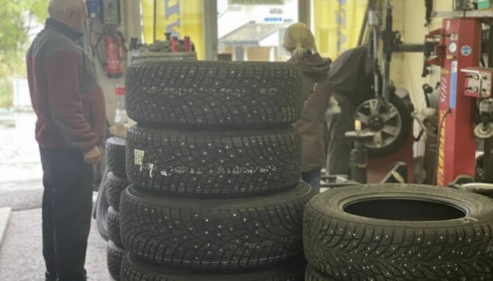 Humberset Bil & Mek har omtrent 50 dekk inne om gangen. De bestiller inn flere dekk hvis det er stor pågang.