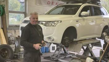 Daglig leder Asbjørn Tore Humberset på Humberset Bil & Mek verksted.