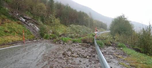 Jordras over vei: – Veien kommer til å være stengt en stund